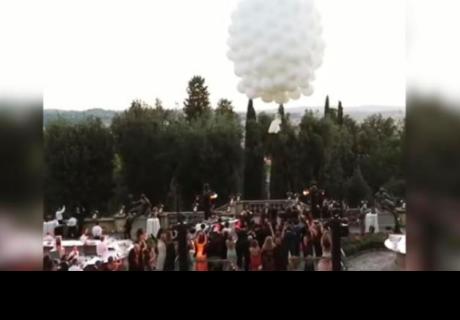 Novia llega a su boda al estilo 'Up' y sucede lo impensado