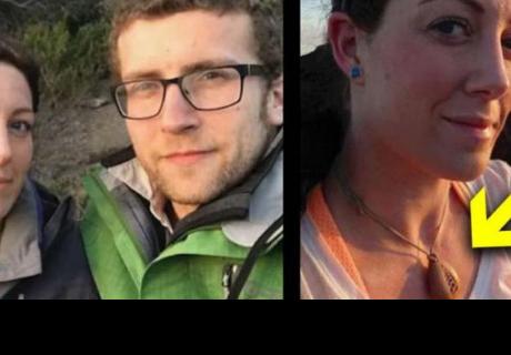 Le dio un collar a su novia, 2 años después ella vio el interior y gritó por esta razón
