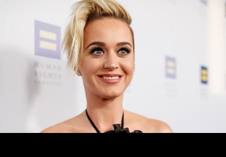 Así es como Katy Perry se cambia de ropa en 30 segundos