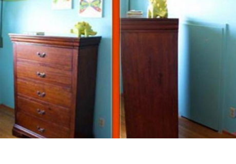 Mujer quedó en shock al descubrir puerta detrás de la cómoda de su hijo