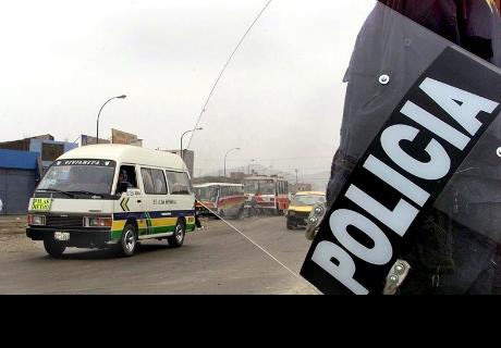 A latigazos castigan a un conductor por no unirse a la huelga de autobuses en Perú