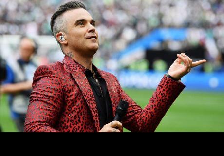 Robbie Williams generó polémica por inesperado gesto en ceremonia del Mundial Rusia 2018