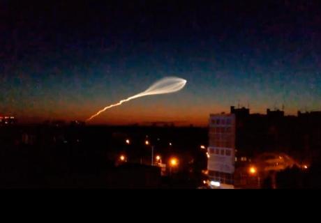 Extraño fenómeno en el cielo de Rusia alarma a pobladores e hinchas del Mundial