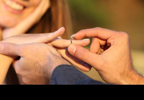 Novio le pide matrimonio a su pareja, pero casi le cuesta la vida