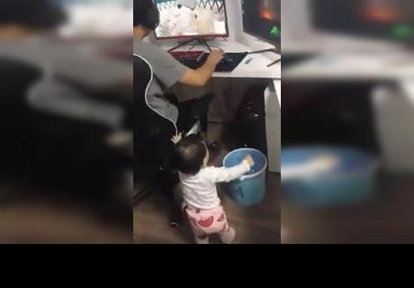 Su hija apagó su computadora mientras la usaba y sorprendió a todos con inesperada reacción