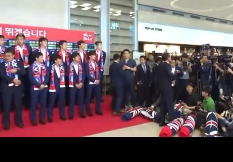 Jugadores de Corea del Sur son recibidos a huevazos por sus hinchas