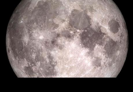 Aficionado graba tres objetos voladores no identificados cruzando frente a la Luna
