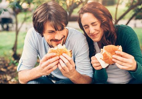 Estar en una relación si te hace subir de peso, investigación lo confirma