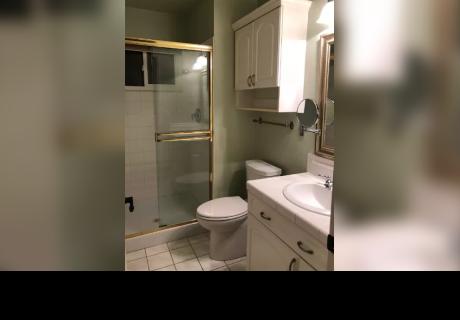 Decidieron remodelar el baño de su casa y encontraron curioso mensaje de hace 23 años