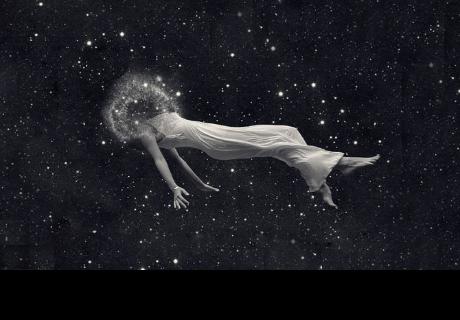 De las estrellas somos, vamos y volvemos