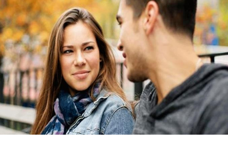 Científicos descubren la razón de por qué no mantenemos la mirada mientras hablamos