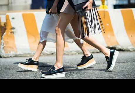 El uso de los zapatos estilo 'flatforms' podría afectar tu salud