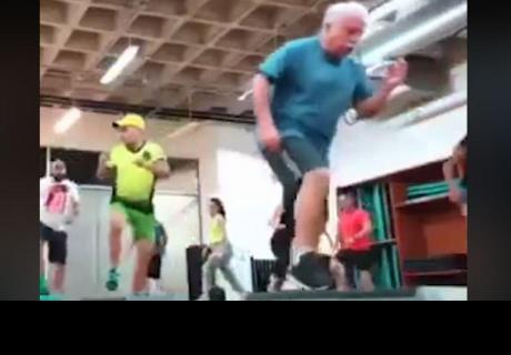 Abuelito realiza full body y se vuelve sensación en la red