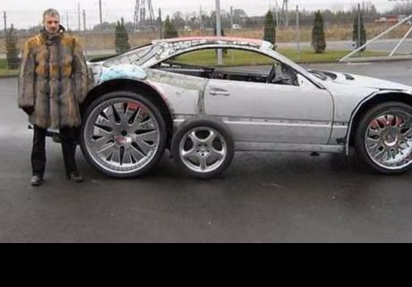 Fue al depósito, sacó un auto viejo y dejó sorprendidos a todos con lo que hizo