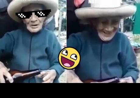 La épica respuesta de una abuela cuando le dicen que se sirva poco