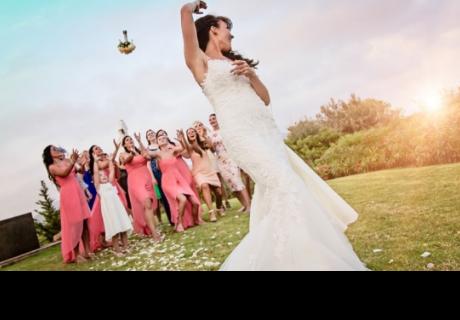 Novia lanza el bouquet y el desenlace sorprendió a todos