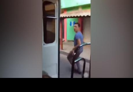 Joven hizo el 'Chona Challenge' en bus público, pero terminó de la manera menos pensada