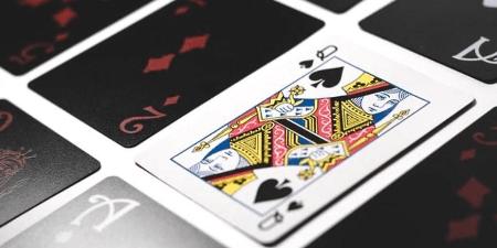 Poker vs Blackjack: ¿Con cuál puedes ganar más dinero?
