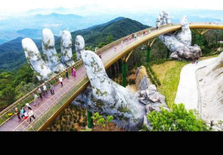 Cau Vang, el puente dorado sostenido por dos manos gigantes