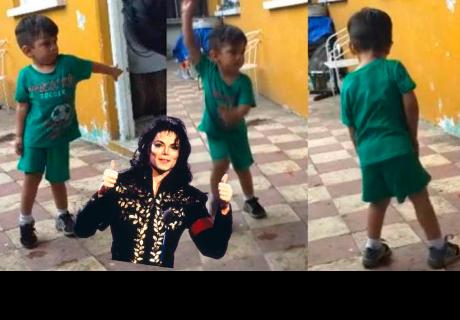 Niño baila 'Thriller' de Michael Jackson y sorprende a cibernautas