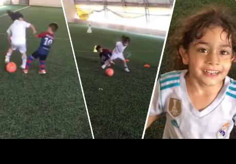 Niña juega al mejor estilo de Cristiano Ronaldo y deja asombrados a todos