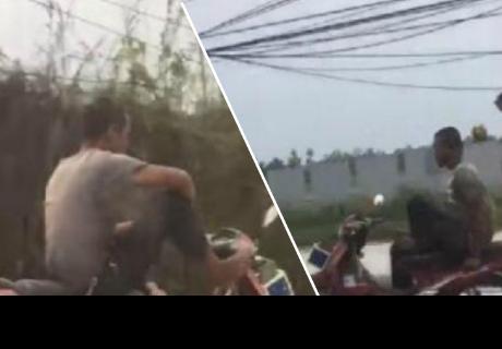 Hombre es criticado por no usar sus manos para manejar su motocicleta