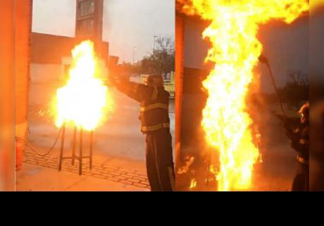 Esto es lo que NUNCA debes hacer si se incendia tu sartén