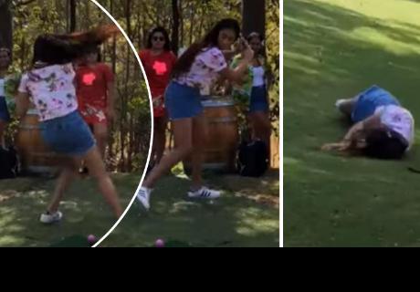 Joven intenta lucirse al jugar golf, pero terminó haciendo el ridículo