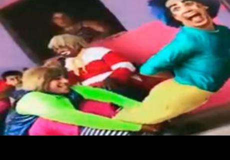 Payasos recrean paso de Michael Jackson, pero descuido causa terrible accidente