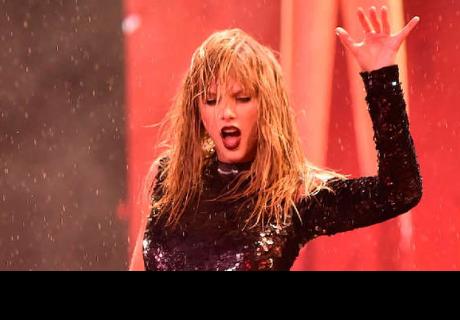 Fans preocupados luego de ver que Taylor Swift teme que haya alguien detrás de ella