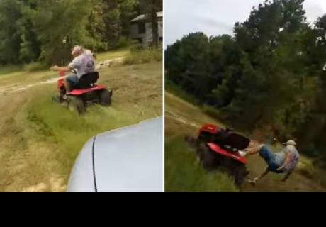 Decidió asustar a su padre con el claxon de su vehículo y él reaccionó así