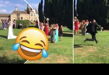Atrapó el bouquet en un matrimonio y su novio tuvo inesperada reacción