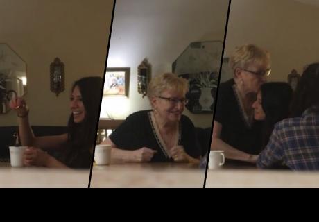 Le propone matrimonio a su novia, pero la más sorprendida es la abuela