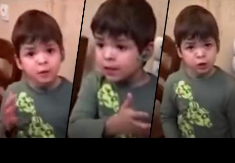 Niño reprende a su padre al ver lo que le está haciendo a un ratón