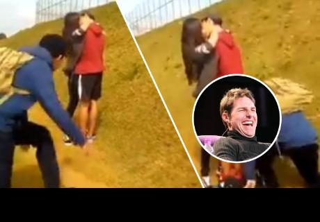 Joven besaba a su novia, pero le ocurrió lo menos pensado