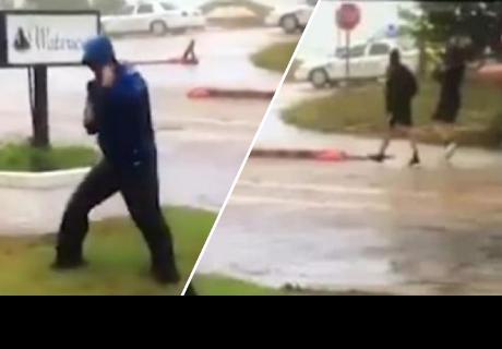 Periodista luchaba por mantenerse en pie durante huracán, pero pasa lo inimaginable