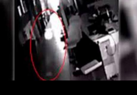 Hombre instala cámara de seguridad y lo que encuentra lo deja aterrado