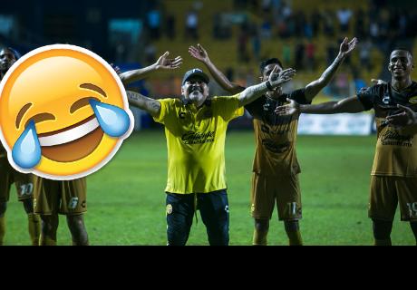 Diego Maradona y su 'peculiar' baile tras la victoria de su equipo de fútbol que conquista la Web