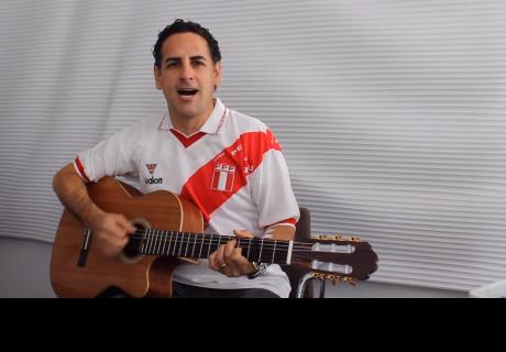 Perú Campeón: Juan Diego Flórez no pudo más y por la selección hizo lo que más sabe: cantar magistralmente