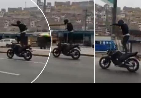 Joven realiza piruetas sobre su motocicleta y alborota a todos en la red