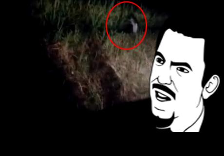 Hombre asegura que filmó un 'fantasma de un solo pie' en el campo