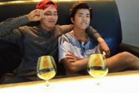 Seulong de 2AM publica fotos con 2PM tomando vino