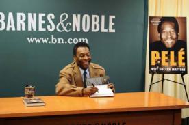 Brasil 2014: Pelé presentó su nuevo libro titulado 'Porque el fútbol importa' - FOTO