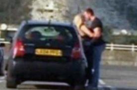Youtube: Pareja fue captada teniendo sexo en estacionamiento [VIDEO]
