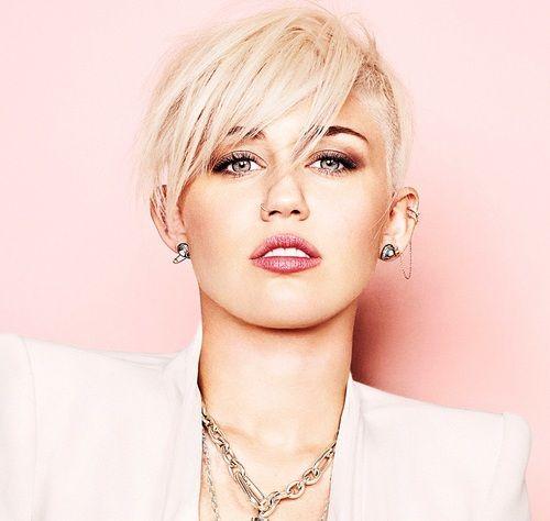 Instagram: Miley Cyrus se toma selfies en el baño