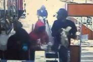 Video: Mujer de 65 años ahuyenta a 5 ladrones armados en una joyería