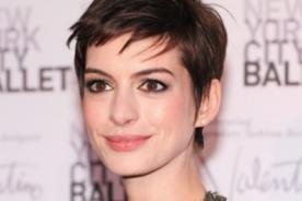 Niegan que Anne Hathaway esté desesperada por tener hijos