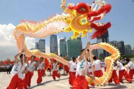 China celebra con tradicional desfile de Año Nuevo 2014