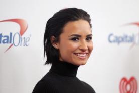 ¡Demi Lovato molesta con fan acosadora!