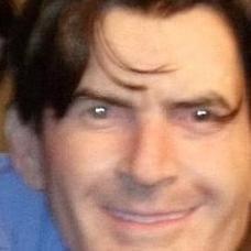 Charlie Sheen llevará una mascara de él mismo para Halloween